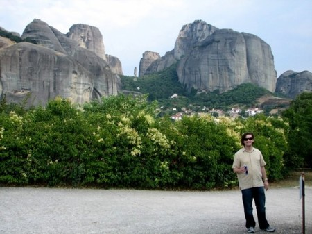 Meteora_from_the_hotel_yard